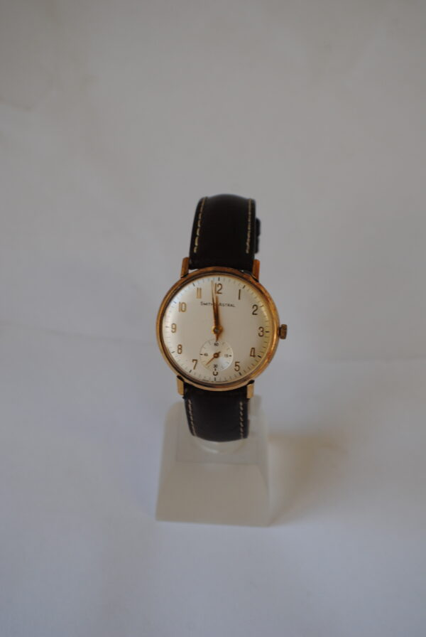 Gents 9ct gold Smiths Astral manual wind wristwatch
