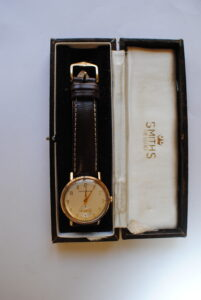 Gents 9ct gold Smiths Astral manual wind wristwatch box