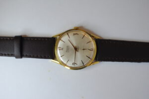 Rone gold plated manual wristwatch side