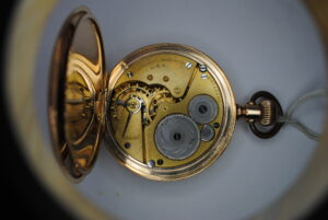 Elgin gold plated full hunter pocket watch back interior
