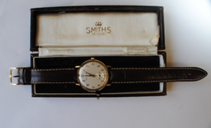 Gents 9ct gold Smiths Astral manual wind wristwatch full